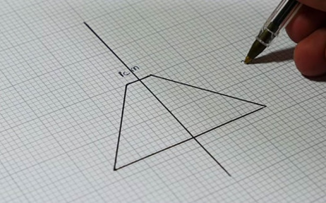 Sketch out a basic trapezoid shape on the graph paper using the dimensions 1xm x 3.5cm x 6cm