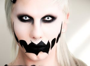 female-scary-halloween-makeup